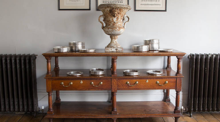 Bouffet serving table