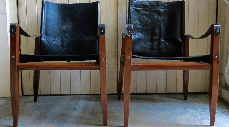 Pair campaign chairs