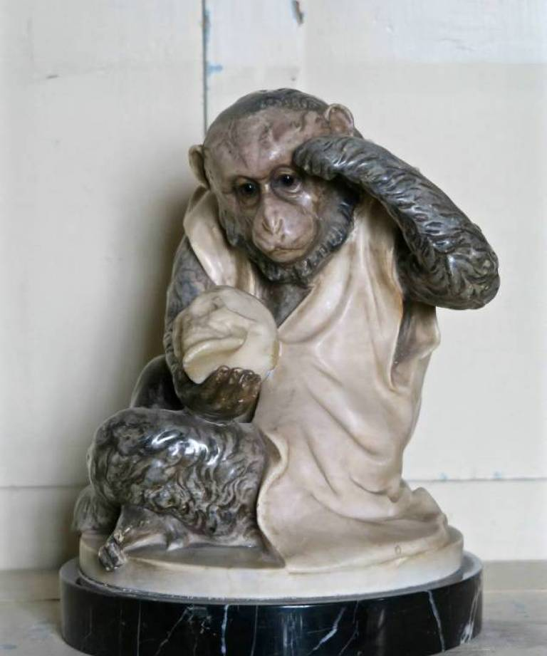 Marble monkey with skull