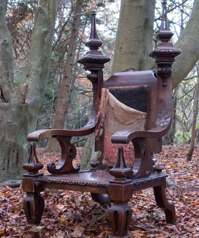 Bardic throne